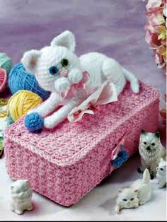 Cuddly Cats Tissie Box Cover free crochet pattern - 10 Free Crochet Tissue Box Cover Patterns - The Lavender Chair Chat Crochet, Crochet Cozy, Crochet Gratis, Free Crochet, Tissue Box Covers, Tissue Boxes, Tissue Holders, Crochet Phone Cases, Crochet Mobile