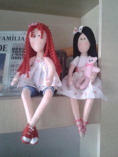 Bonecas decorativas, cabelos lisos ou cacheados. Aceito encomendas, via mensagem https://www.facebook.com/emiliabeatrizbrito
