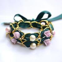 Día de San Valentín Idea de regalo en Hacer un multi Strand pulsera con perlas y flores de porcelana ❁•Teresa Restegui http://www.pinterest.com/teretegui/•❁
