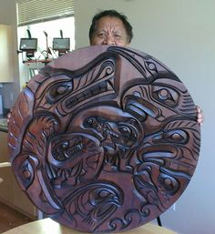 Анатолий Дьячков | ВКонтакте Arte Haida, Haida Art, Native American Artwork, American Indian Art, Indian Artwork, Inuit Art, Native Design, Nativity Crafts, Wood Carving Art