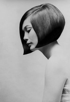 Vidal Sassoon revolutionised the way women thought about their hair. Before Vidal, they just had a 'hairdo'. Then Vidal invented cut and style. Vintage Hairstyles, Bob Hairstyles, Bob Haircuts, Summer Hairstyles, Graduated Haircut, Graduated Bob, Pelo Vintage, Corte Y Color, Hair Designs