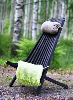Ekotuoli Ecofurn kuvattuna rannalla Outdoor Folding Chairs, Sissi, Barcelona Chair, Outdoor Furniture, Outdoor Decor, Sun Lounger, Outdoor Living, Woodworking, Patio