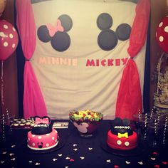 Will it be mickey or minnie ? Disney Gender Reveal, Baby Shower Gender Reveal, Baby Gender, Gender Reveal Invitations, Baby Shower Invitations, Mickey Mouse Baby Shower, Baby Wedding, Reveal Parties, Baby Party
