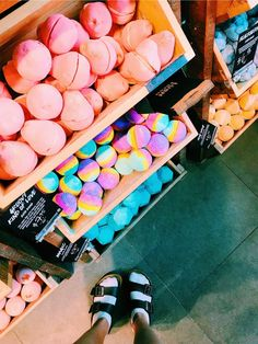 See more of happinessinpixels's VSCO. Lush Aesthetic, Aesthetic Makeup, Beauty Care, Beauty Skin, Melt And Pour, Bath Boms, Lush Bath Bombs, Lush Cosmetics, Homemade Cosmetics