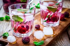 These invigorating spa water recipes provide an instant pick me up. They contain one special ingredient that you won't find in any other spa water recipe. Orange Water Recipes, Pineapple Water Recipe, Mint Water, Spa Water, Fruit Infused Water, Fruit Water, Cantaloupe Water, Blueberry Water, Orange Wedges