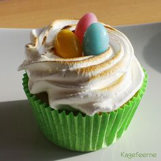 Easter Lemon Meringue Cupcakes – Påske citronmarengs cupcake med lemoncurd surprice