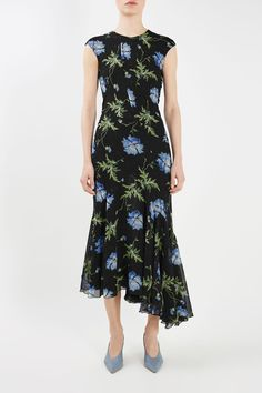 Topshop's Latest Runway Collection Is Selling Out Fast Topshop Unique, Floral Midi Dress, Ball Gowns, Women Wear, Runway, Style Inspiration, Silk, Elegant, Lace