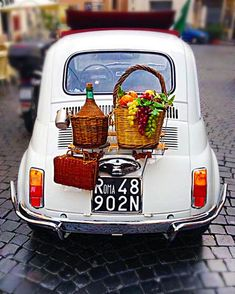 Perfect sighting of an old Fiat including wine baskets, for my last day in Rome. Perfect sighting of an old Fiat including wine baskets, for my last day in Rome. Fiat 126, Wine Baskets, Picnic Baskets, In Vino Veritas, Car Wheels, Italian Style, European Style, Italian Life, Vintage Italian