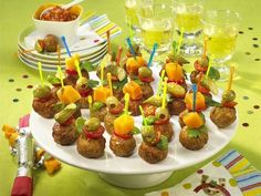 Finger food - hearty snacks for party and buffet - foodie stuff - Appetizers Easy Party Finger Foods, Snacks Für Party, Finger Food Appetizers, Appetizers For Party, Vegan Avocado Recipes, Whole30 Recipes Lunch, Halloween Appetizers For Adults, Halloween Food For Party, Easy Halloween