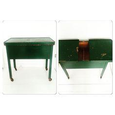 Helt unikt flaskegrønt sybord med stort hulrum og med helt rigtig patina   Kan evt. bruges som sidebord / sofabord / sengebord  Mål: L66 D36 H62 Pris: 400- #praestvintage #tilsalg #tilsalgbolig #salg #sælges #nyttildinbolig #møbler #furniture #vintage #vintagefurniture #sybord #sidebord #sofabord #opbevaring #boligliv #boligindretning #malerpåbestilling #hjemtagergernepåbestilling #retro #retrobolig by praestvintage