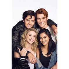 "Gefällt 954 Mal, 14 Kommentare - riverdale updates (@itsbettyandjughead) auf Instagram: ""New/old photo of the cast for entertainment weekly ❤️"""
