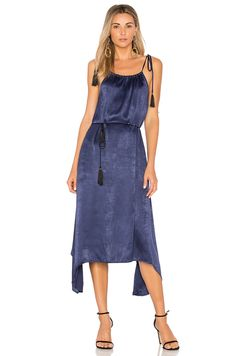 Shop for House of Harlow 1960 x REVOLVE Billie Midi in Navy at REVOLVE. Boho Dress, Lace Dress, 21st Birthday Outfits, Capelet Dress, Bodycon Dress Parties, Indian Bollywood, Summer Dresses For Women, Cold Shoulder Dress, Elastic Waist
