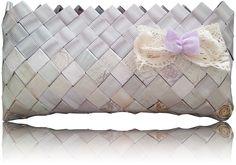 Sie ist eine Bridal Bag, aber geeignet nicht nur für Hochzeit. Throw Pillows, Bridal, Bags, Handbags, Colors, Wedding, Nice Asses, Toss Pillows, Cushions