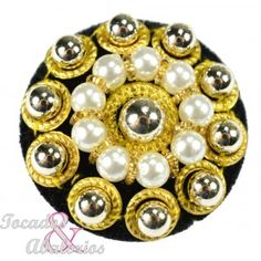 Button with pearls and gold accents finished with velvet 30mm diameter