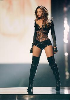 Beyonce SO freakin fierce and gorgeous!!