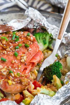 Sriracha Honey Salmon Veggie Packets by runningtothekitchen #Salmon #Sriracha #Honey #Packets #Easy #Healthy