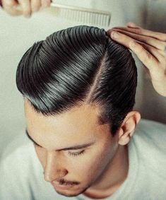 Pomade Hairstyle Men, Hair Pomade, Classic Mens Hairstyles, Slick Hairstyles, Best Barber, Barber Shop, Brylcreem Hairstyles, Greaser Hair, Hair Comb