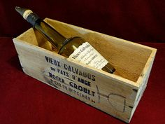 192) An old wooden French wine crate together with original large Calvados bottle and ceramic pourer – great for café/bar display Est. £10-£20