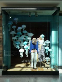Jellyfish Window Display @ Anthropologie in Indianapolis Visual Merchandising Displays, Visual Display, Display Design, Store Design, Retail Windows, Store Windows, Anthropologie Display, Vitrine Design, Decoration Vitrine