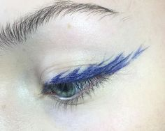 blue feathered eyeliner
