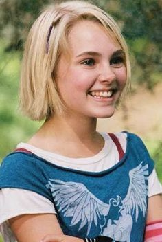 AnnaSophia Robb.... this girl is a bitch in real life... she would never be a Carrie!