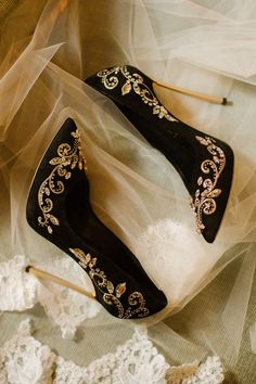 Black and Gold Wedding Ideas - Classy Black and Gold October Wedding You Won't Want to Miss! - Mon Cheri Bridals #weddingshoes