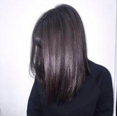 Cheveux gris acier : la nouvelle nuance de gris qui va vous faire succomber ! - Tendance coiffure