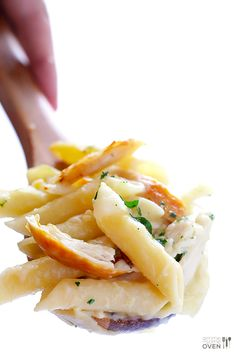 LOVE this Chicken Alfredo Baked Ziti recipe! It's made with a lightened-up creamy alfredo sauce, mozzarella and Parmesan cheese, your choice of pasta, plus any extra veggies you'd like to add. An easy Italian dinner recipe that everyone will love! Pasta Recipes, Chicken Recipes, Cooking Recipes, Lunch Recipes, Baked Ziti With Chicken, Oven Chicken, Chicken Dips, Chicken Pasta, Healthy Chicken