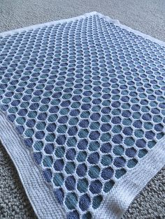 Free Honeycomb Stroller Blanket pattern by Terry Kimbrough, Susan Leitzsch, Lucie Sinkler