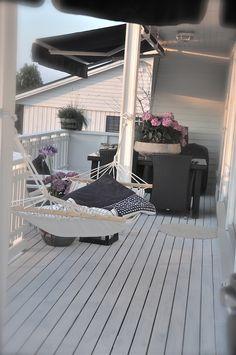 Hamak na balkonie - cudo Outdoor Spaces, Outdoor Living, Outdoor Decor, Garden Architecture, Back Patio, Terrace Garden, Villa, Garden Styles, Beautiful Interiors