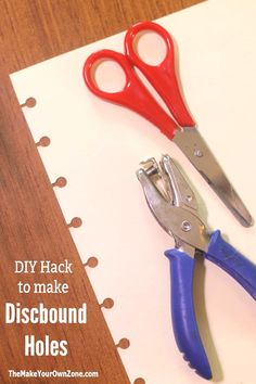 No Discbound Punch? Try This DIY Hack! A simple and easy way to make your own holes for Arc Notebooks or Happy Planners that can be done with ordinary tools. Discbound Planner, Filofax, Homemade Planner, Happy Planner Punch, Planner Tips, Life Planner, Arc Planner, Planner Layout, Printable Planner Pages