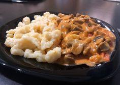 Gombapaprikás recept foto Mashed Potatoes, Macaroni And Cheese, Ethnic Recipes, Food, Mushrooms, Red Peppers, Whipped Potatoes, Mac And Cheese, Smash Potatoes