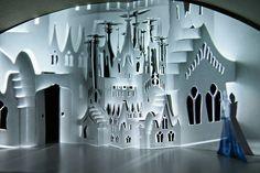 File:Howl's Moving Castle Stage Design.JPG