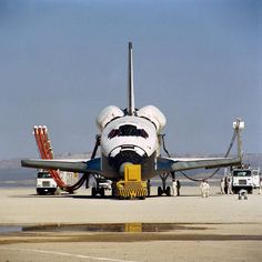 16 отметок «Нравится», 1 комментариев — @spacecraftpics в Instagram: «Space Shuttle Columbia being serviced after completing the first space shuttle mission.  Image…»