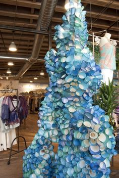 Anthropologie display - rolled paper cones dipped in paint and glued together to create barnacles Merchandising Displays, Store Displays, Window Displays, Booth Displays, Retail Displays, Jewelry Displays, Anthropologie Display, Art Doodle, Party Deco