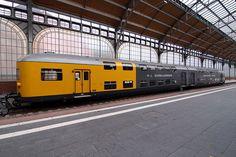 Coches de dos pisos del L.B.E. restaurados y conservados en la estación de Lübeck.