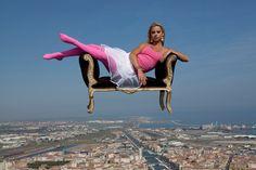 Super Flying Human | Amazing Placeshttp://www.ibeautifulplacestovisit.com/2014/08/27/super-flying-human/