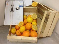 Prendi gli scarti delle arance di Sicilia e li trasformi in abiti. Due ragazze siciliane hanno brevettato una fibra sostenibile.
