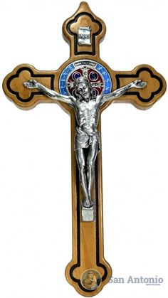 Cristo De San Benito Italiano: Original crucifijo de San Benito , importado de roma, cruz en madera de olivo y el cristo es en alpaca italiana.