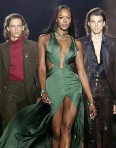 Robe soie verte porté par  naomie cambel
