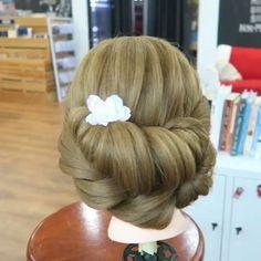 Chicas ¿que les parece este peinado? Vamos ponlo en practica esta muy lindo por:@bev_muanotas