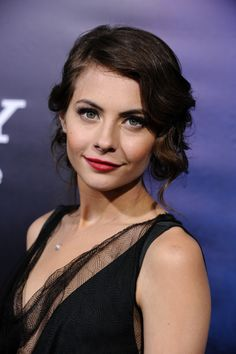 Willa Holland - Willa Joannachance Holland is an American actress, voice actress and model., Agnes Andrews in The CW series Gossip Gir Willa Holland, The Oc, Beautiful Celebrities, Beautiful People, Beautiful Women, Beautiful Actresses, Gossip Girl, Retro Hairstyles, Princesses