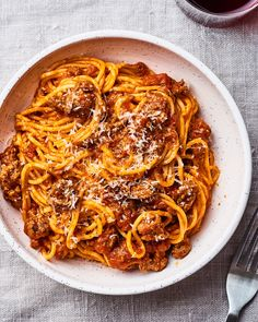 Our Instant Pot has become the best tool for getting family dinners on the table every night of the week. Not only does the electric pressure cooker cook dinner in a flash, but the Instant Pot's slow … Instant Pot Spaghetti Recipe, Best Instant Pot Recipe, Instant Pot Dinner Recipes, Spaghetti Recipes, Pasta Recipes, Instant Recipes, Homemade Spaghetti, Game Recipes, Top Recipes