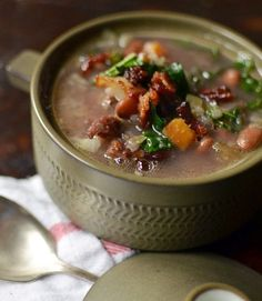 Ham Bone, Greens, and Bean Soup — this was dinner tonight and it was delicious! I will never again throw away a ham bone! Food Styling, Ham Bone Soup, Fat Burning Soup, Pernil, Green Soup, Stone Soup, Vegetable Soup Recipes, Homemade Soup, Food Reviews