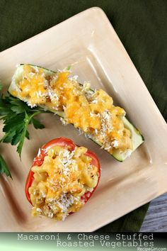 Macaroni and Cheese Stuffed Vegetable Boats Macaroni and cheese are perfect filling for stuffed vegetables. You should try this one, it's really tasty and easy for making, just see the recipe. - try with quinoa instead of pasta Creamy Macaroni And Cheese, Macaroni Cheese Recipes, I Love Food, Good Food, Yummy Food, Tasty, Roasted Vegetable Recipes, Roasted Vegetables, Vegetarian Recipes