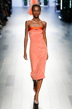 The complete Cushnie et Ochs Spring 2018 Ready-to-Wear fashion show now on Vogue Runway.