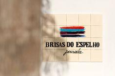 Localizada na Vila do Outeiro, está a 5min de 3 praias: Espelho, Amores e Outeiro. Possui 7 suítes amplas, claras e arejadas, ar condicionado, TV, internet e fr #pousada #Brisasdoespelho #Trancoso