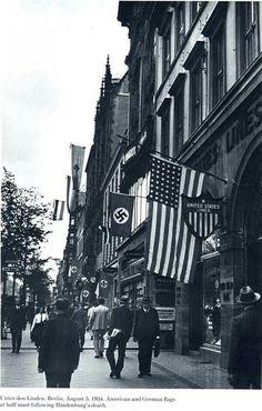 5 Aout 1934, Berlin - Les drapeaux nazis fièrement issés aux côtés de l'ambassade américaine