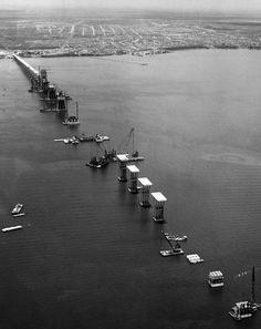 El puente General Rafael Urdaneta sobre el Lago de Maracaibo permitió unir ambas orillas del lago y conectar de manera expedita a la ciudad de Maracaibo con el resto de Venezuela. | Créditos: Archivo Cadena Capriles