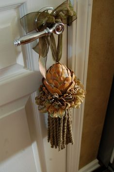 beautiful home accent for fall and thru the holidays / Fabulous Finishes